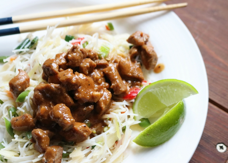 Macro Friendly Recipes - Pork Satay with Asian Noodles